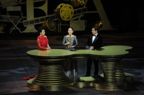 Zhang Ziyi speaks after receiving the Best Actress award from presenters Carina Lau and Zhang Guoli